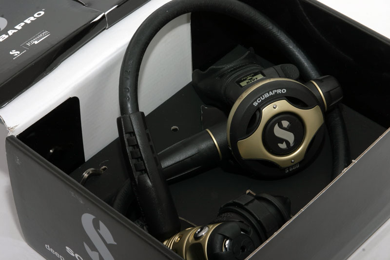 scubapro-regulator-gold-main.jpg